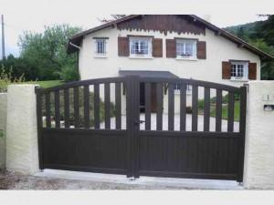 -portail-battant-alu-arrondi-ajouré-champagnier-fabrication-installation-entretien-alproconcept