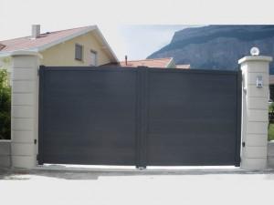 204-portail-battant-gris-alu-plein-lames-horizontales-st-egreve-fabrication-installation-entretien-alproconcept