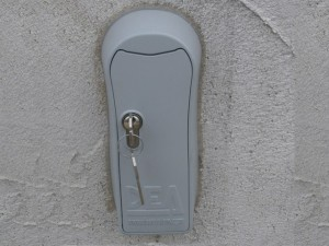 déverrouillage -à-clé-portail-coulissant-alu-fabrication-installation-entretien-alproconcept.uriage