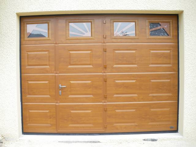 Portes de garage pose installation alproconcept grenobe for Porte de garage sectionnelle harmonic avec portillon