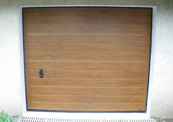 Portes de garage pose installation alproconcept grenobe for Porte garage bois sectionnelle