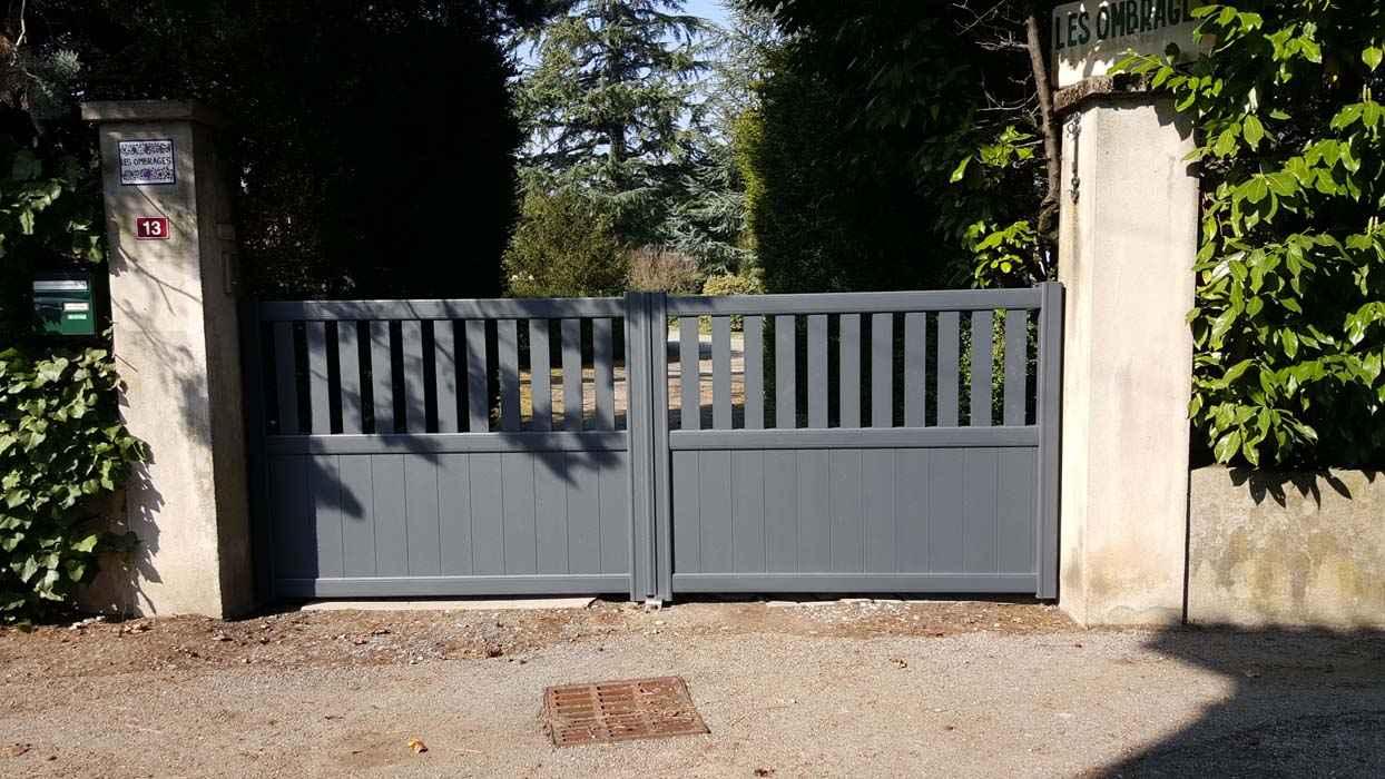 fabrication et pose portail aluminium grenoble. Black Bedroom Furniture Sets. Home Design Ideas